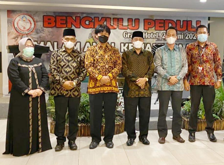 Gubernur DR H Rohidin Mersyah, diwakili Kepala Dinas Pendidikan Provinsi Bengkulu Eri Yulian Hidayat untuk membuka acara malam amal.
